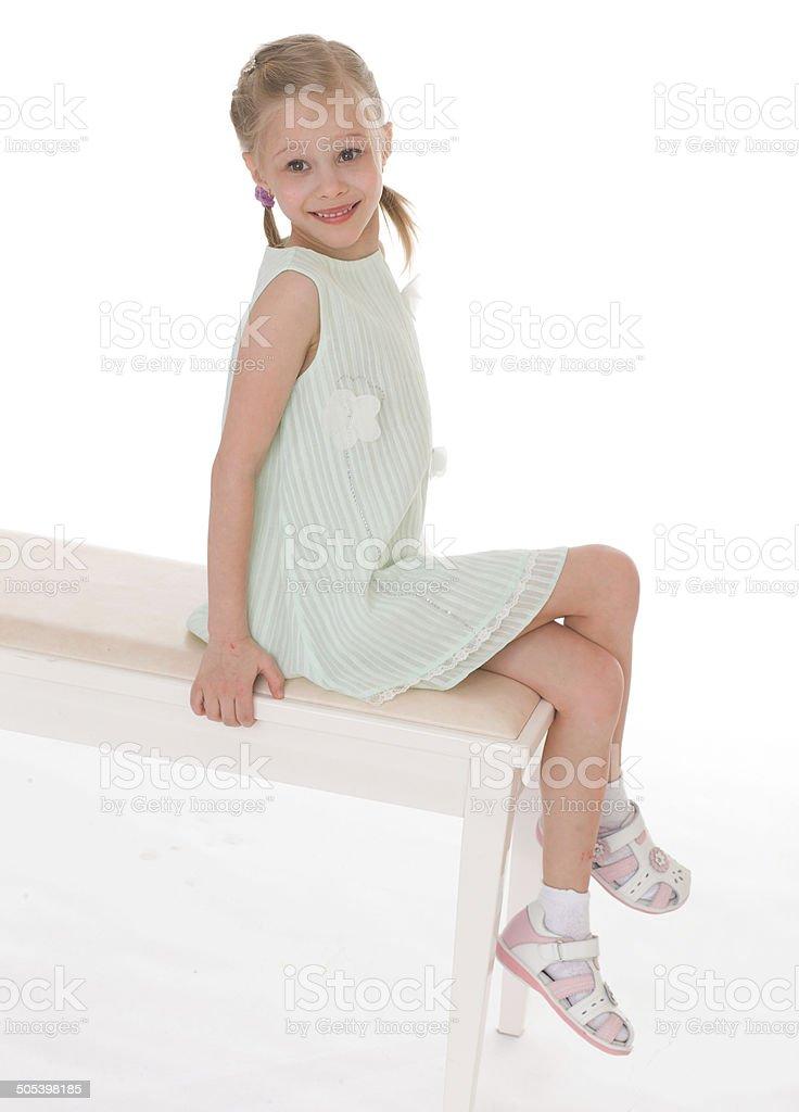 Portrait d'une petite fille de détente. photo libre de droits
