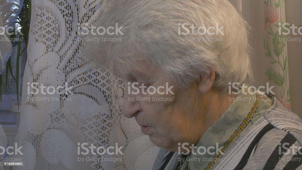 Retrato de la antigua mujer hablando foto de stock libre de derechos