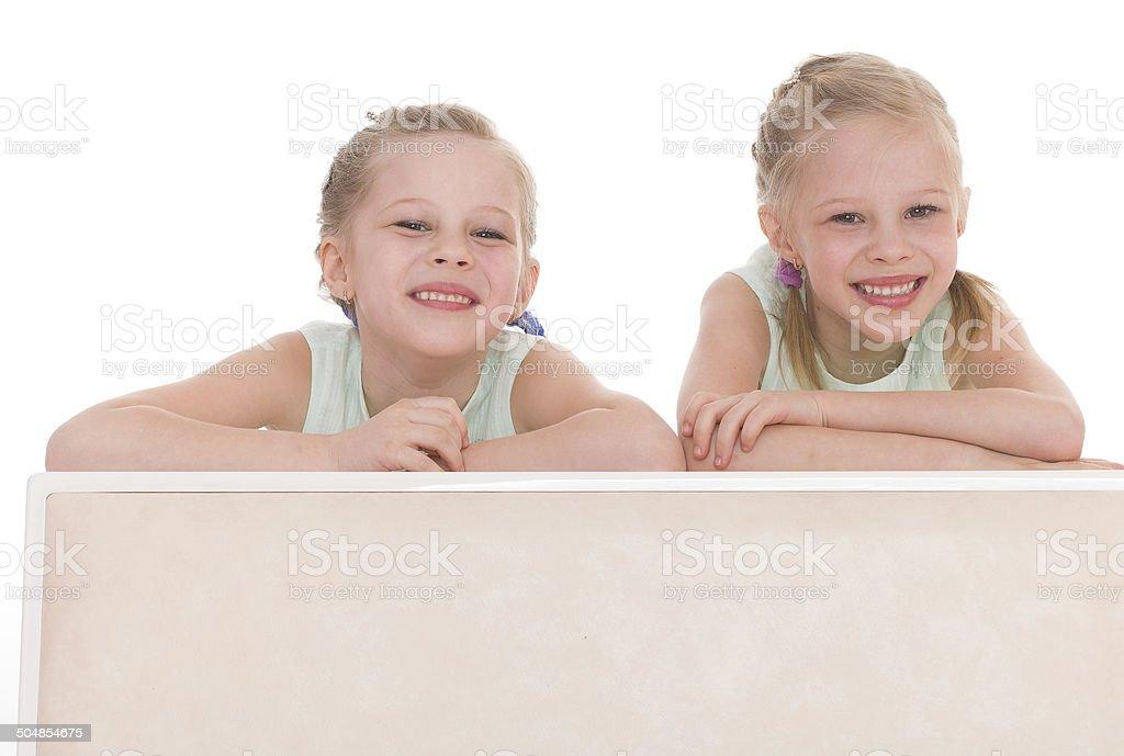 portrait de deux enfants joyeux photo libre de droits