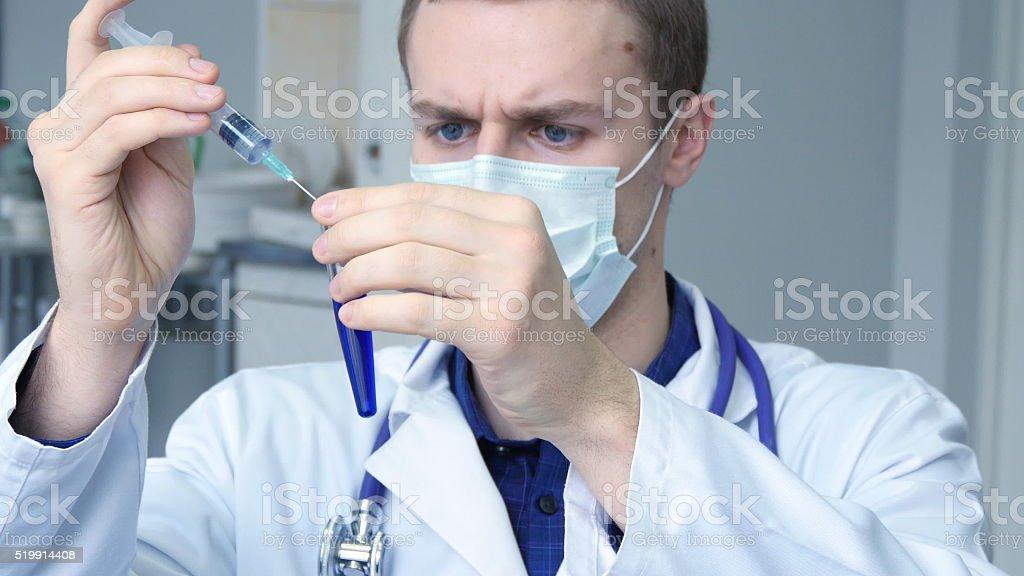 Retrato de joven sexo masculino, raza blanca, médico foto de stock libre de derechos