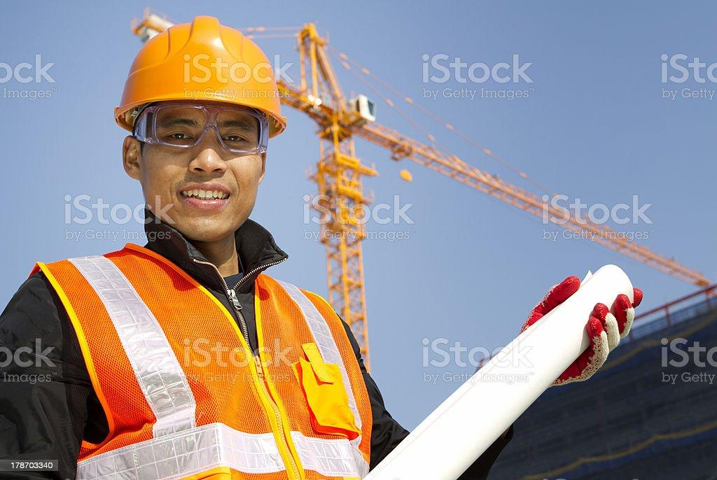 Portraite site manager mit Sicherheit Weste unter Konstruktion Lizenzfreies stock-foto