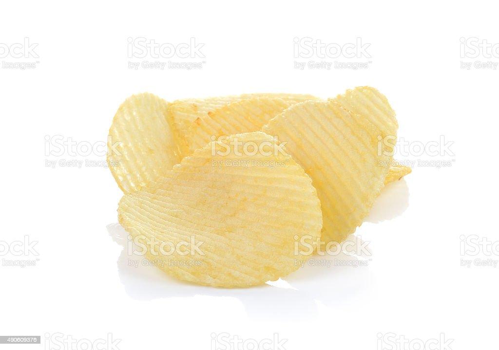 Chipsy ziemniaczane na białym tle zbiór zdjęć royalty-free