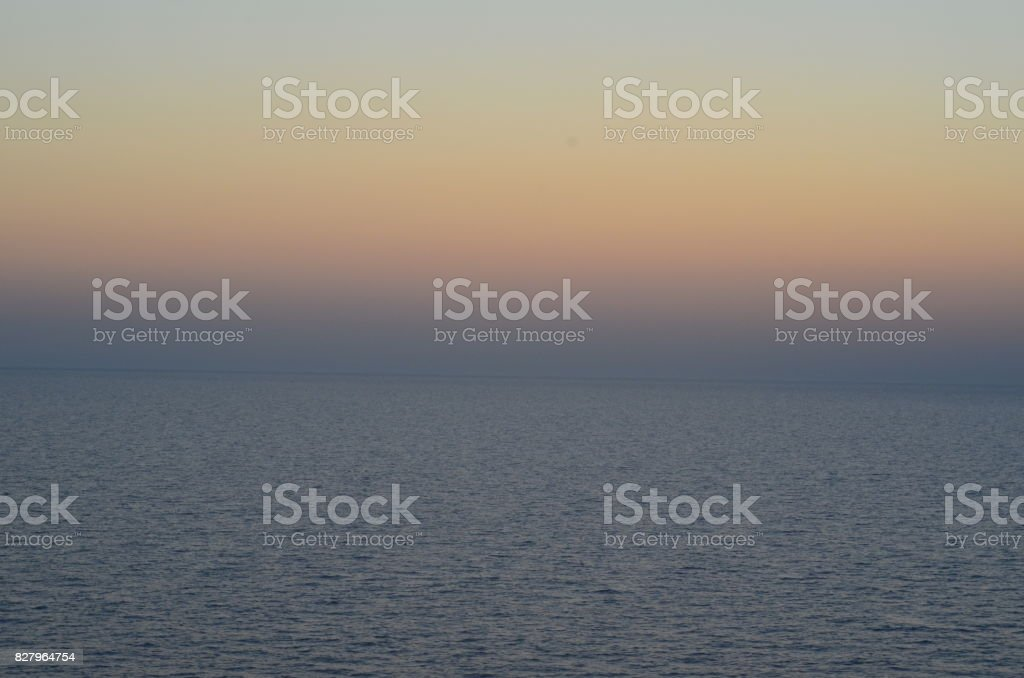 Pôr-do-sol no mar do Egeu stock photo