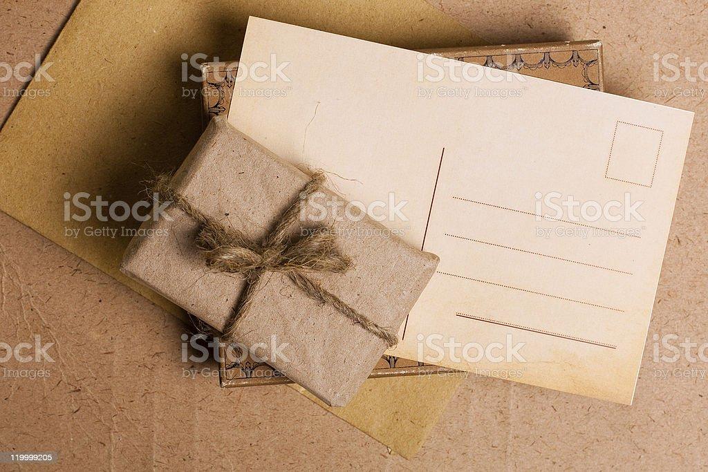 Presente regalo de grunge de papel foto de stock libre de derechos