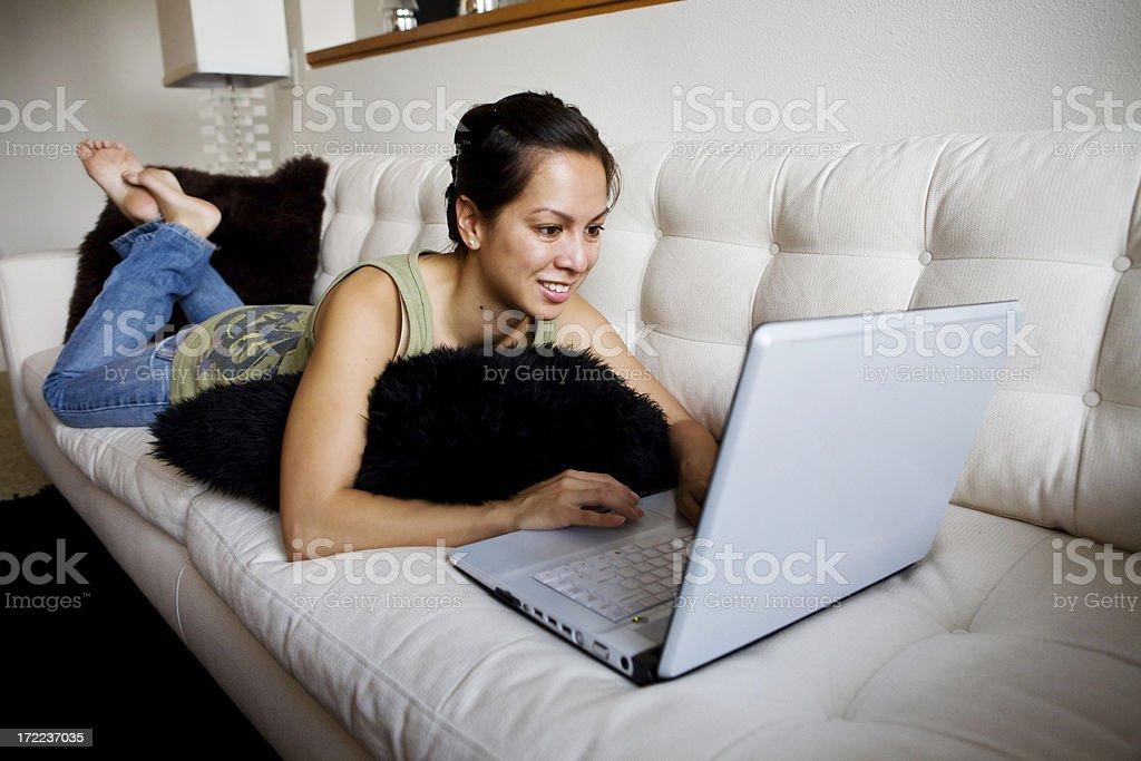 Девушки на белом диване фото 328-728
