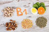 Products and ingredients containing vitamin B1 and dietary fiber