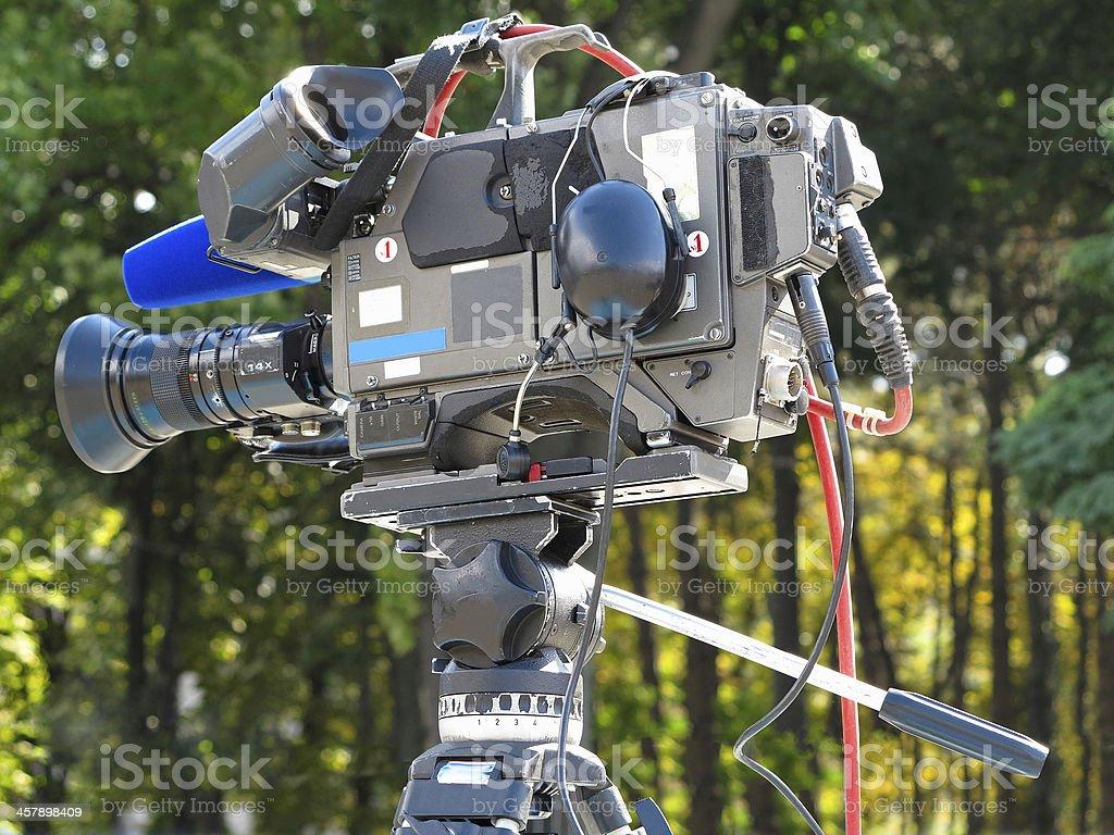 TV Estúdio profissional Câmera de vídeo digital no tripé foto de stock royalty-free