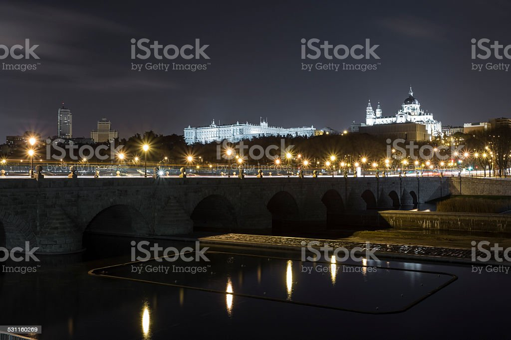 Puente de Toledo de noche stock photo