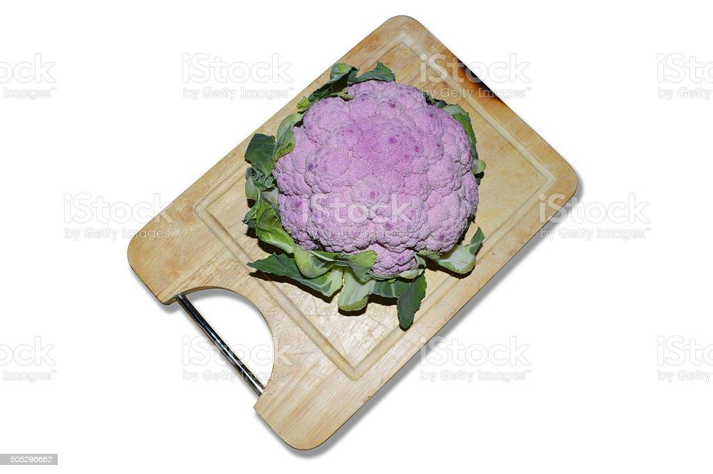 Púrpura coliflor en picar de planchar foto de stock libre de derechos