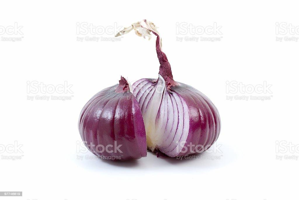 Fatias de cebola roxa na metade foto de stock royalty-free