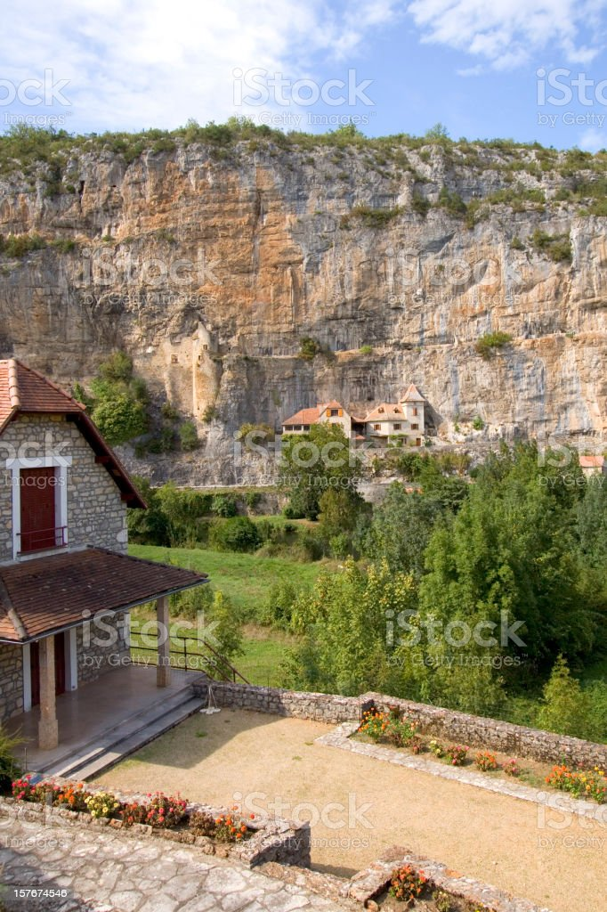 Quaint village houses, the cliffs at Cabrerets, Lot, France, Europe stock photo