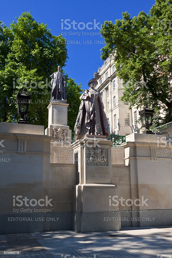 Queen Elizabeth (The Queen Mother) Statue, London, England, United Kingdom. stock photo