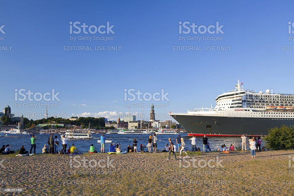Queen Mary 2 leaving the harbor of Hamburg stock photo
