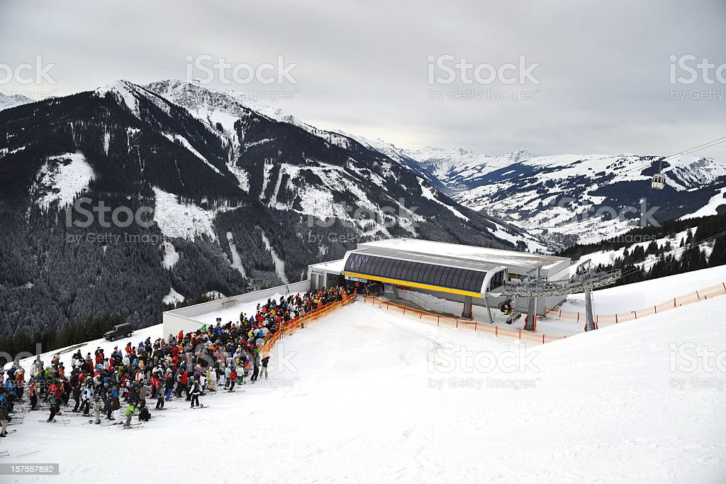 queue at lift - Warteschlange royalty-free stock photo