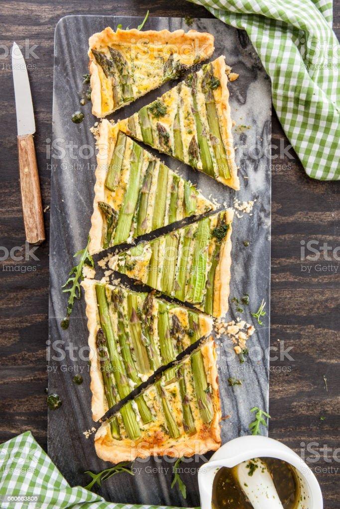 Quiche mit gruenem Spargel stock photo