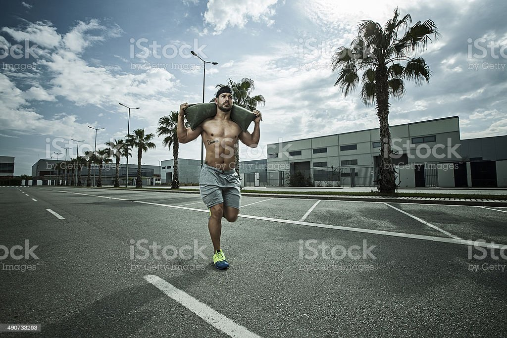 carrera con saco stock photo