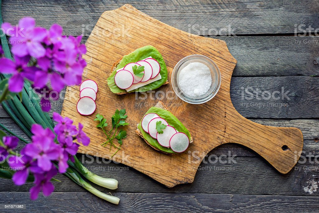 Radish toast on wooden background foto de stock royalty-free
