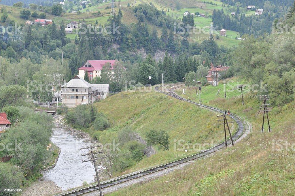 Tren en las montañas foto de stock libre de derechos