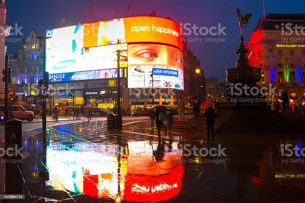 rain in piccadilly circus stock photo