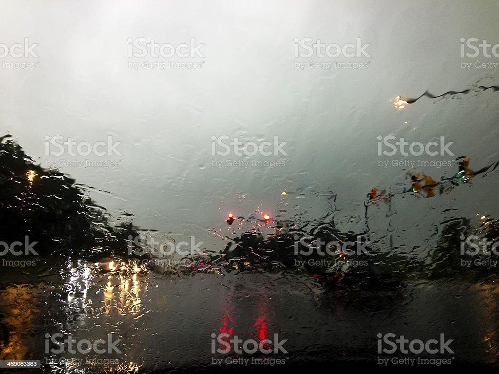 Regen auf der Windschutzscheibe Lizenzfreies stock-foto