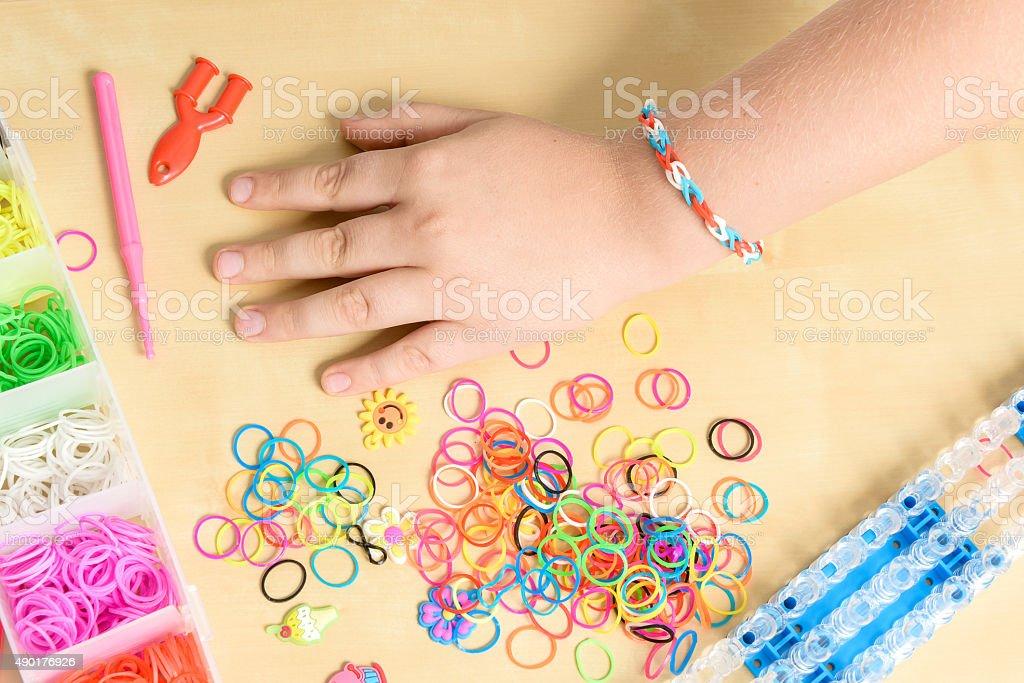 Arco-íris loom- faixas de borracha de cor para te dar ainda mais agilidade e acessórios foto de stock royalty-free