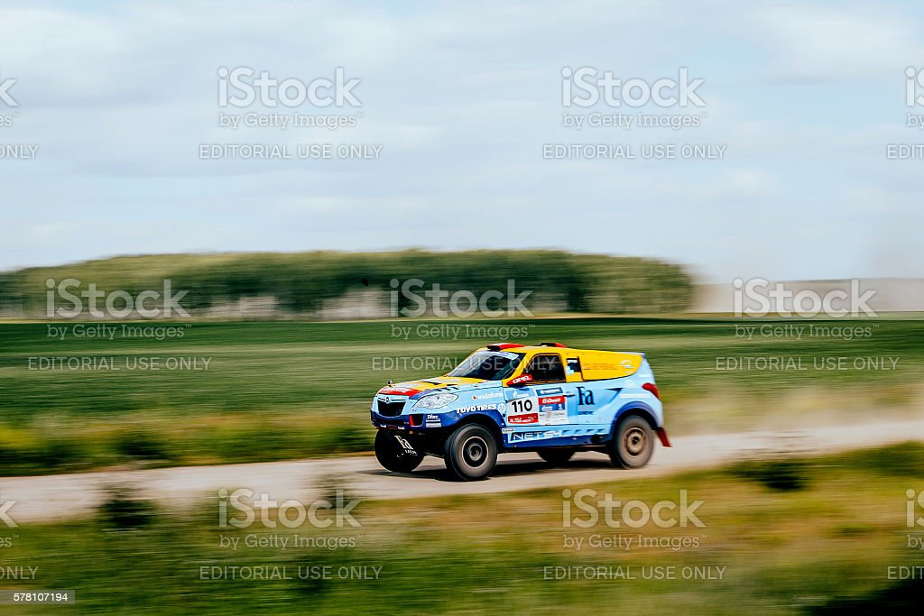rally car rides at high speed on a dusty road royalty-free 스톡 사진