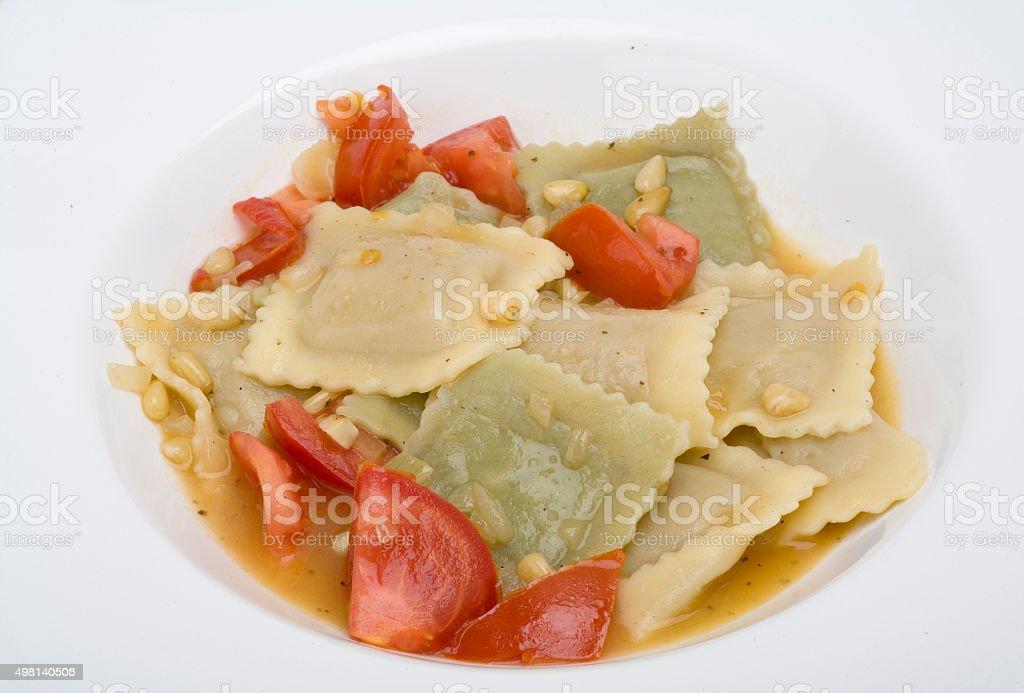 Ravioli mit Tomaten und Pinienkerne stock photo