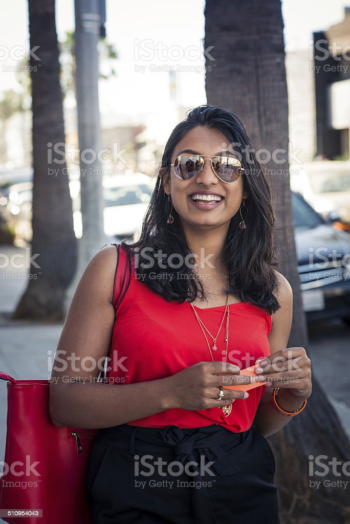 Real people portrait of a smiling mid twenties beautiful woman,...