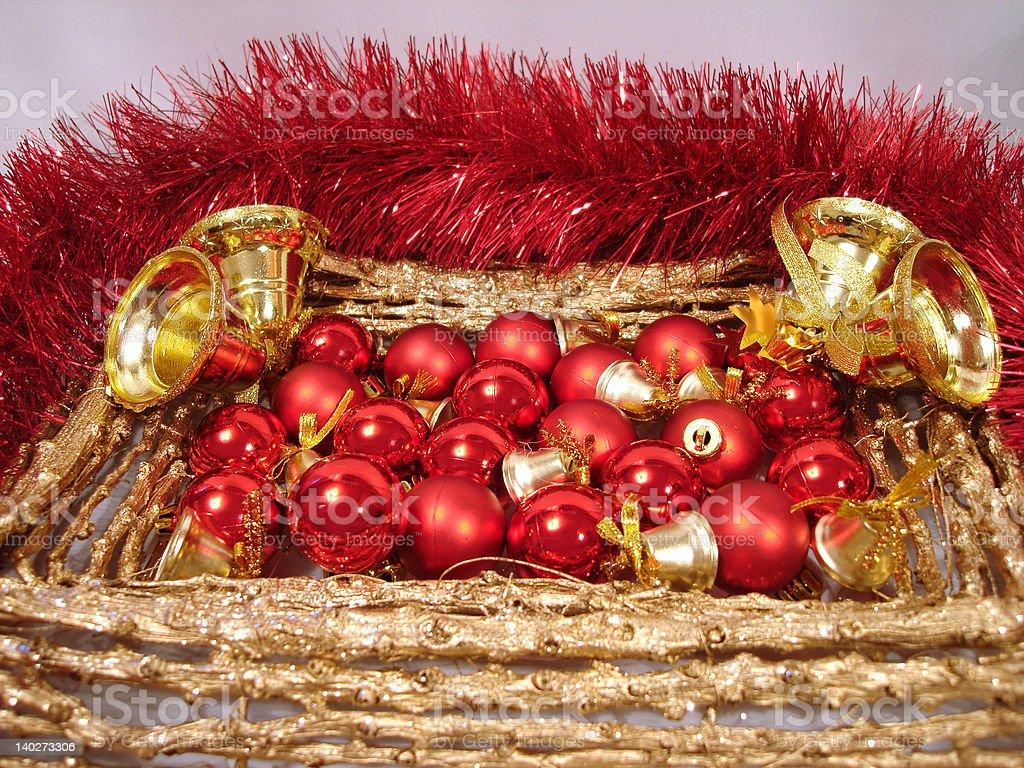 Bolas de Natal de vermelho e dourado handbells na moldura foto de stock royalty-free