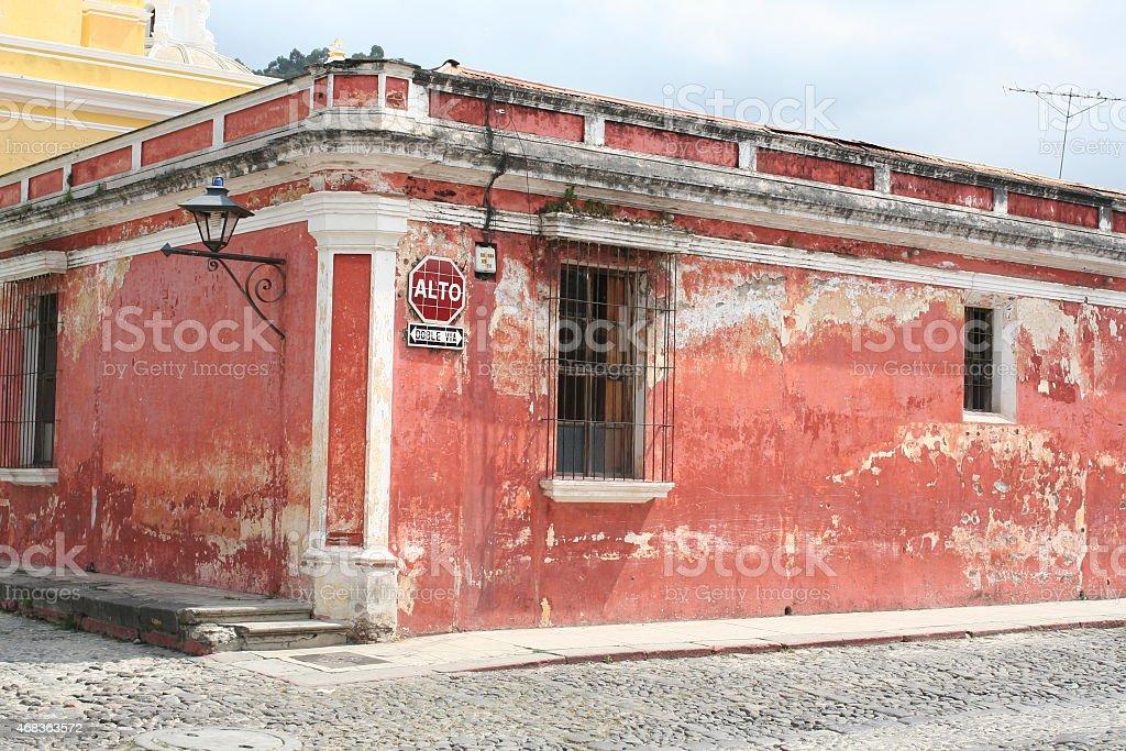 Красный Угловой Дом Стоковые фото Стоковая фотография