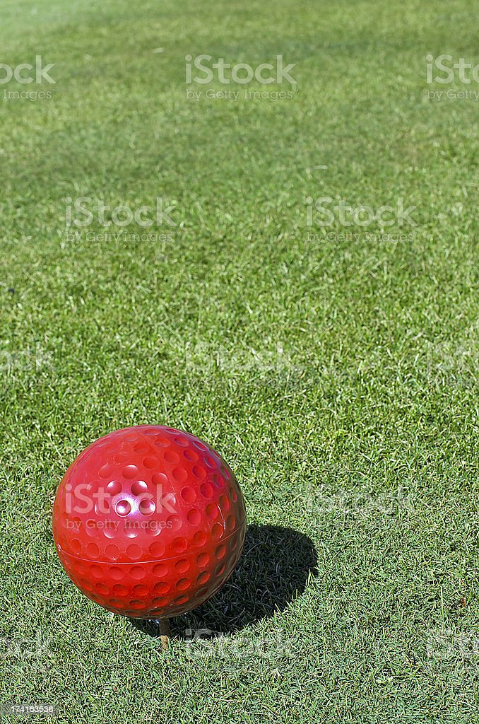 Red golf ball photo libre de droits