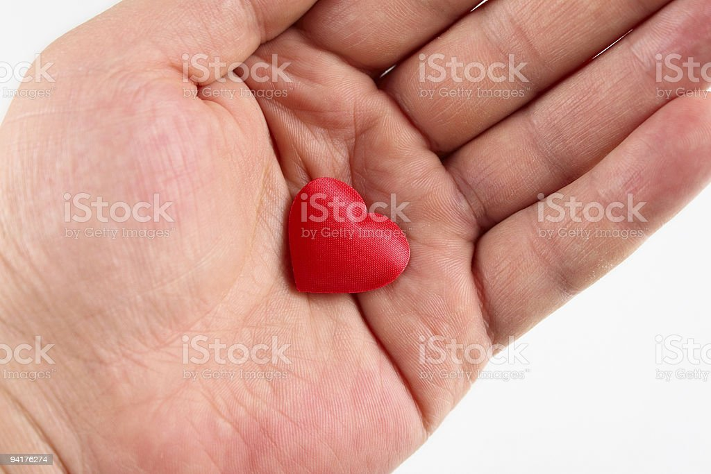 Czerwony jedwab serce na męskich dłoni zbiór zdjęć royalty-free