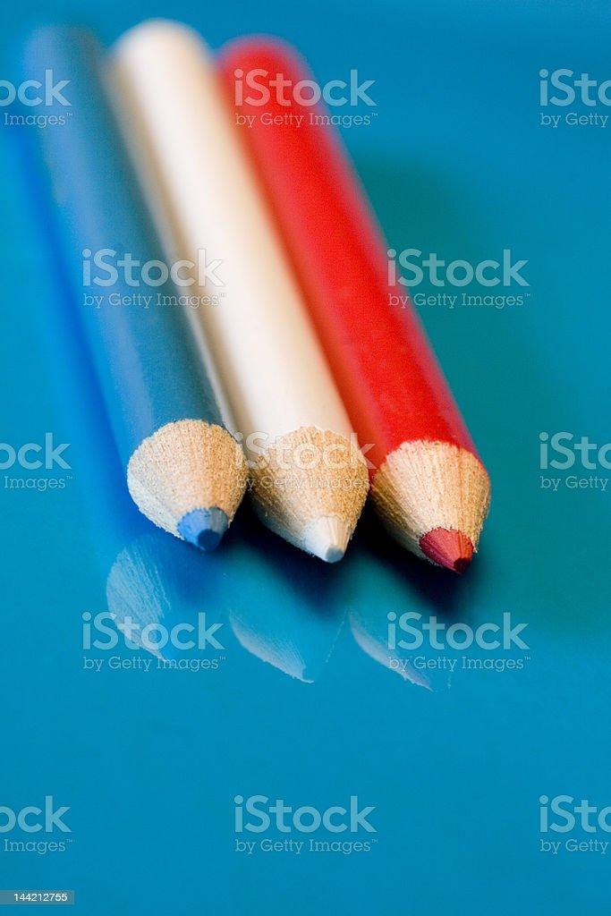 Rouge, blanc et bleu crayon formation photo libre de droits