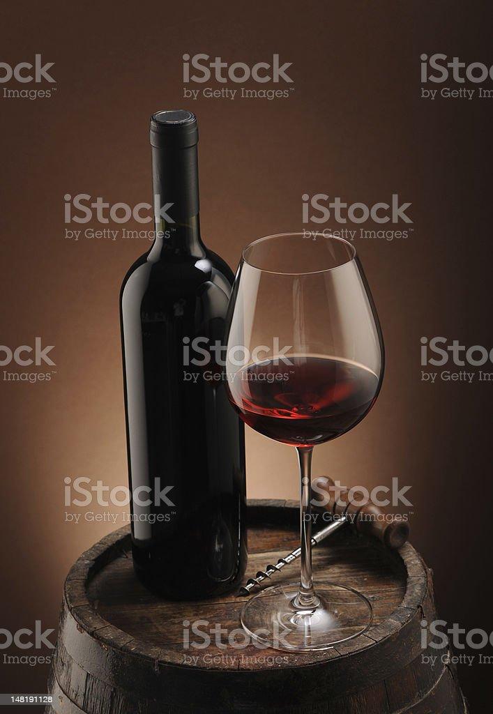 Vin rouge, bouteille et verre photo libre de droits