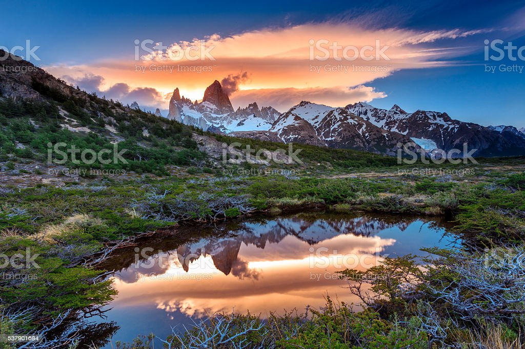 Reflection of Mt Fitz Roy in the water, Los Glaciares stock photo