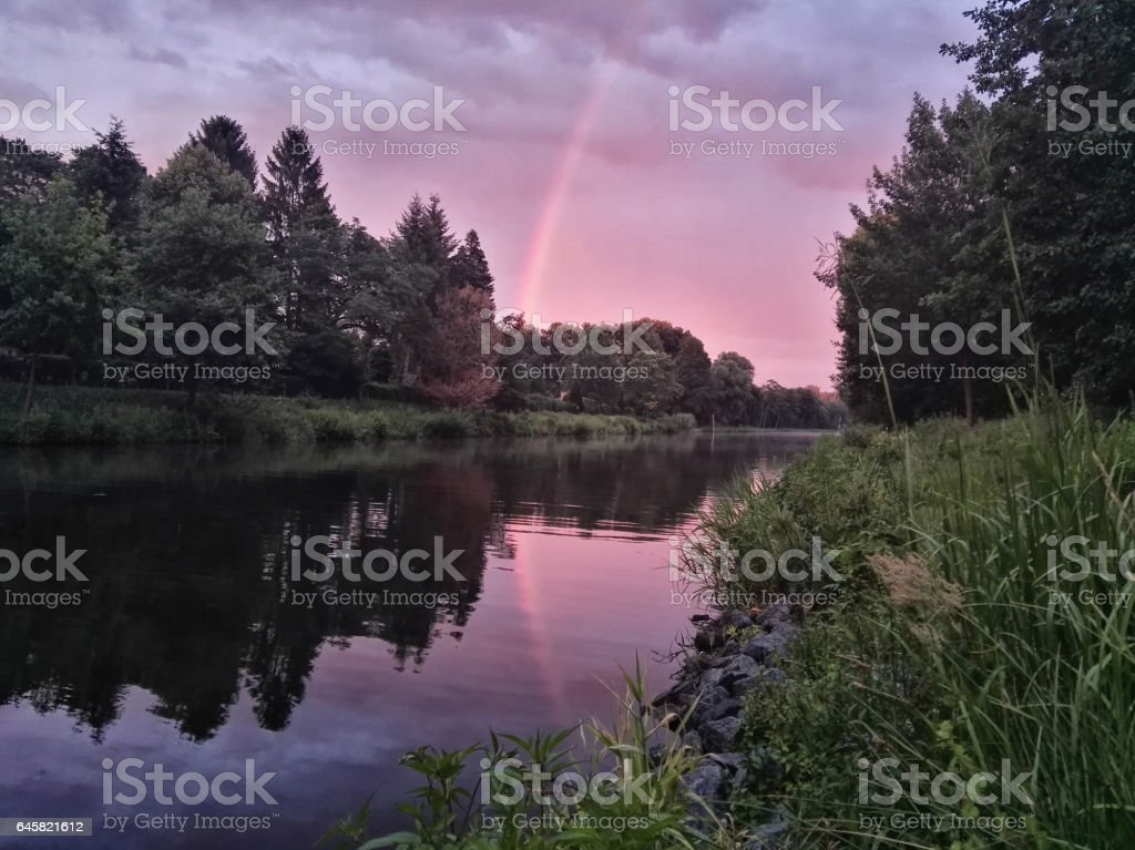 Regenbogen im Sonnenuntergang stock photo