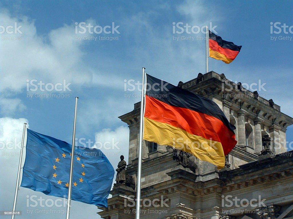 Reichstag in Berlin mit deutscher und europäischer Flagge stock photo