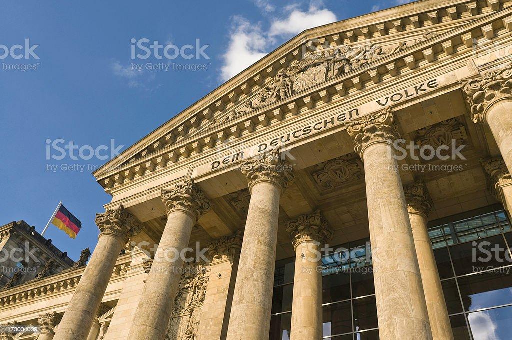 Reichstag und Bundesflagge royalty-free stock photo