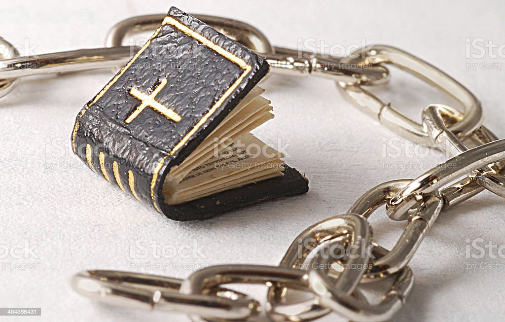 Religion in Ketten mit Bibel stock photo