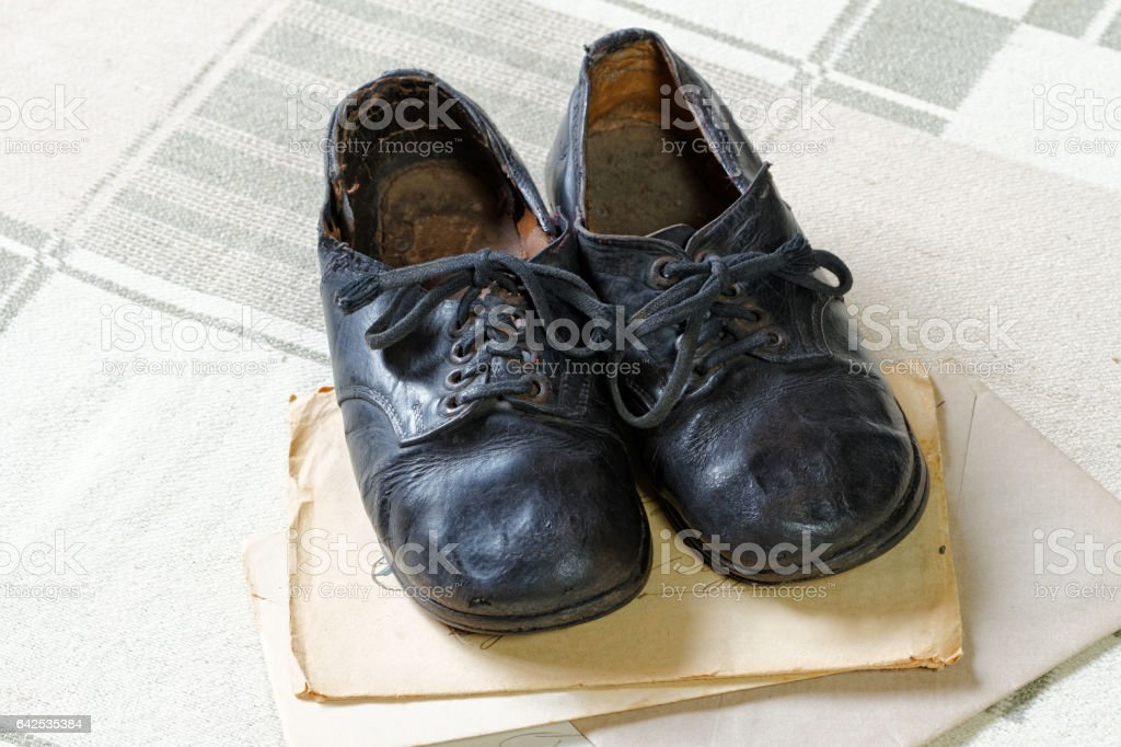 Remembrance of Childhood: Vintage Children's Shoes and Letters – Foto