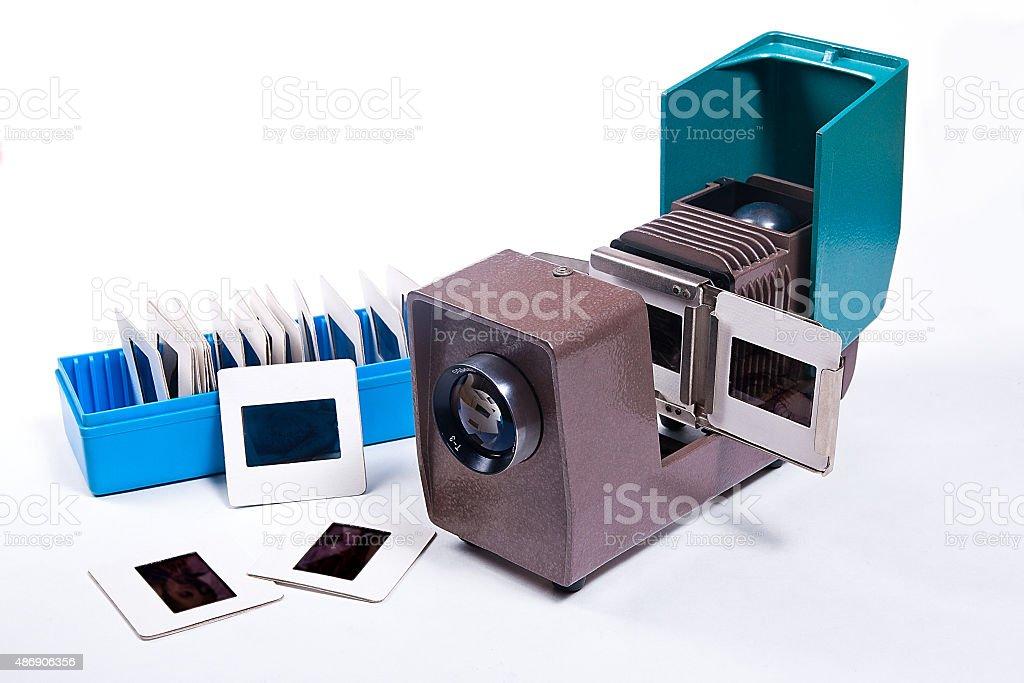 Retro cine-proyector sobre el fondo blanco. foto de stock libre de derechos