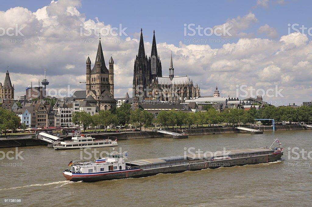 Río Rin en el centro de la ciudad de colonia foto de stock libre de derechos