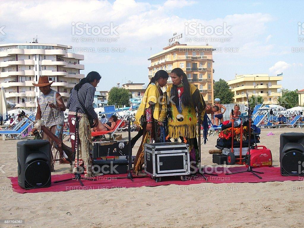 Rimini – Musicisti sulla spiaggia stock photo