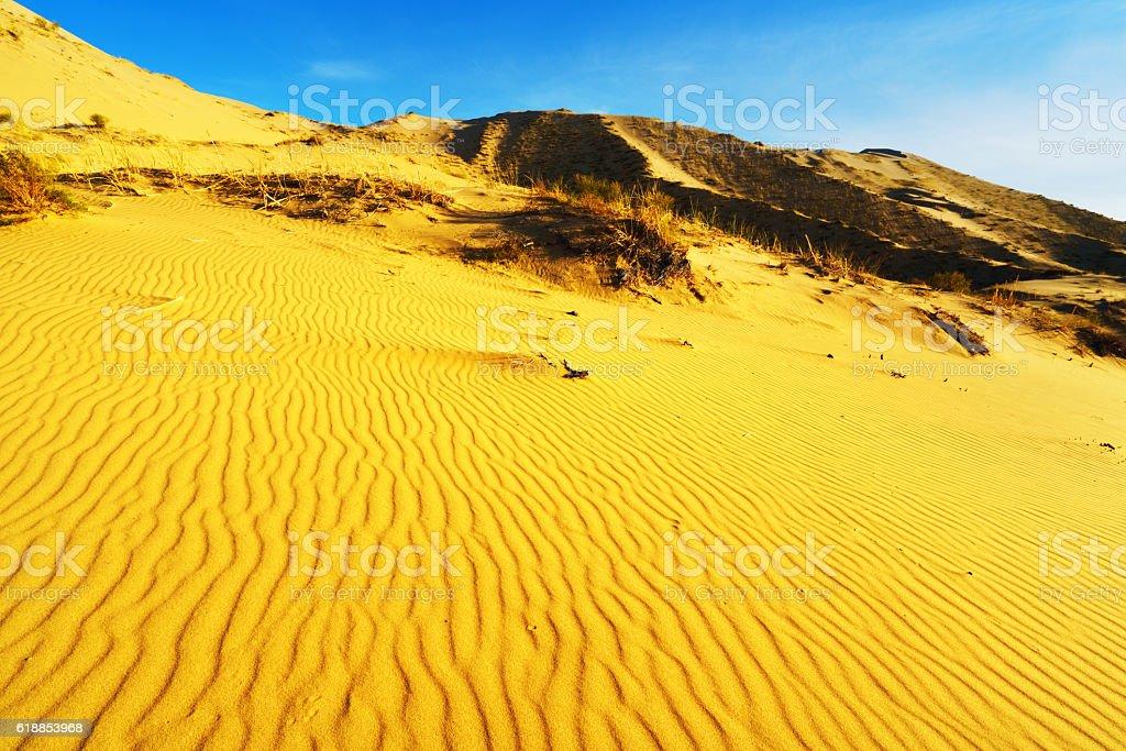 Ripples in sand dunes under blue sky, Gurbantünggüt Desert, China stock photo
