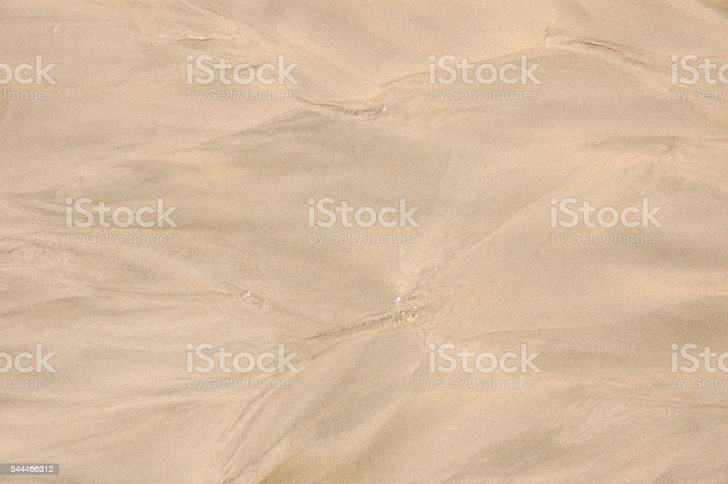 River flowing towards the sea on a beach foto de stock libre de derechos