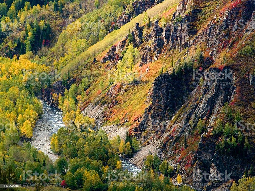 Río en las montañas foto de stock libre de derechos