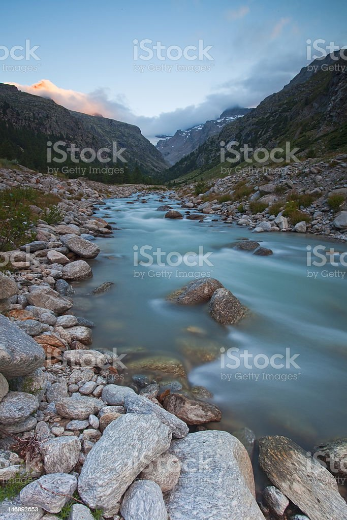 fiume parco nazionale gran paradiso royalty-free stock photo