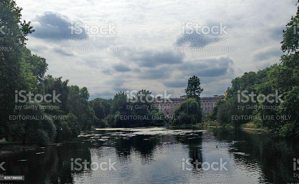 River to Buckingham palace stock photo