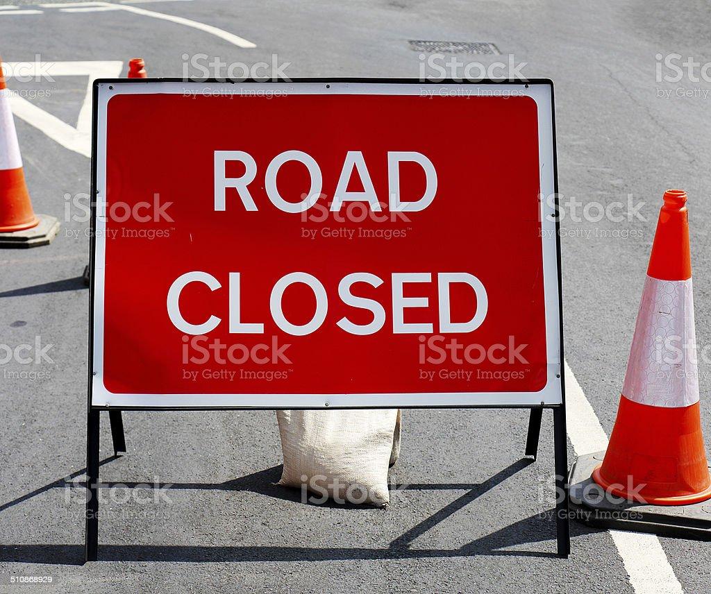 Strada chiusa con segnale-clipping path foto stock royalty-free