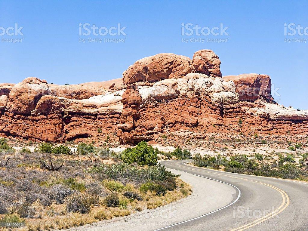 Strada attraverso il Parco Nazionale degli Archi, Utah foto stock royalty-free